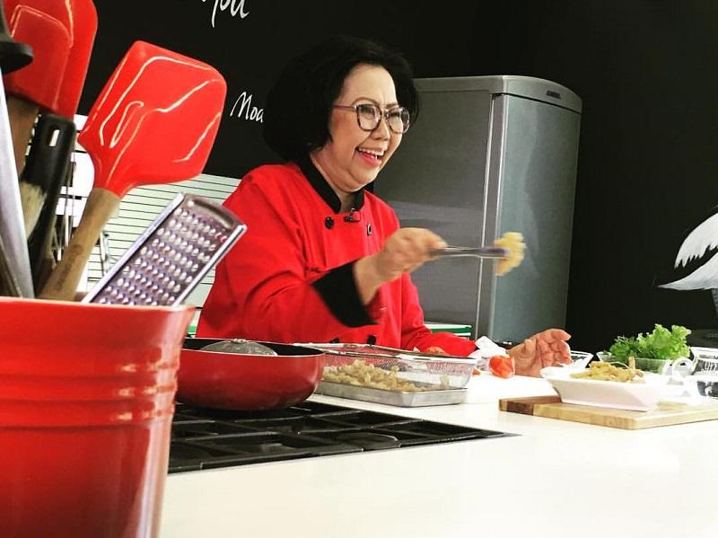 https: img-o.okeinfo.net content 2020 01 17 298 2154517 sisca-soewitomo-bagi-tips-bikin-shabu-shabu-ala-restoran-all-you-can-eat-di-rumah-UDbcErwR5m.jpg