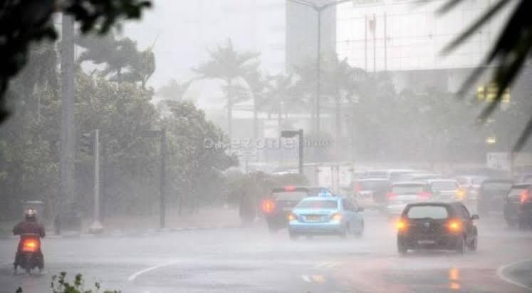 https: img-o.okeinfo.net content 2020 01 18 525 2154638 hujan-deras-disertai-petir-diprediksi-guyur-jawa-barat-ini-wilayahnya-wThjICQGOp.jpg