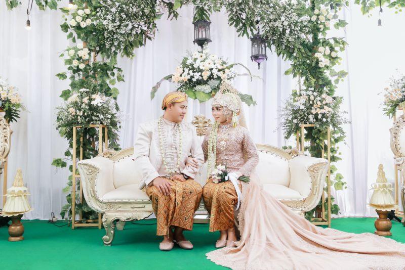 https: img-o.okeinfo.net content 2020 01 19 194 2155002 meneropong-tren-pernikahan-2020-baju-adat-akan-kembali-tenar-ncAwu3qigv.jpg