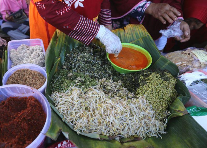 https: img-o.okeinfo.net content 2020 01 19 298 2155043 enaknya-nasi-pagar-bertabur-petai-kuliner-khas-grobogan-oz8Xsud4vZ.jpg