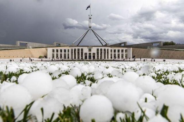 https: img-o.okeinfo.net content 2020 01 20 18 2155605 begini-dampak-kerusakan-akibat-hujan-es-sebesar-bola-golf-di-canberra-australia-dTCDozWUHe.JPG