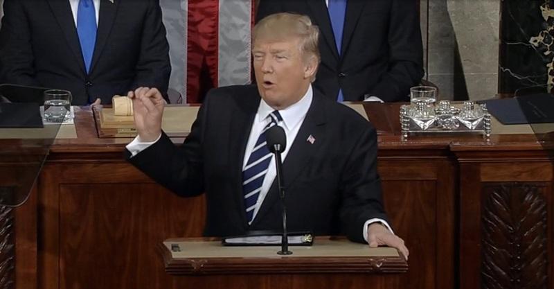 https: img-o.okeinfo.net content 2020 01 22 18 2156435 trump-menjadi-presiden-ketiga-yang-menjalani-sidang-pemakzulan-sepanjang-sejarah-as-bneu1sJXmq.jpg