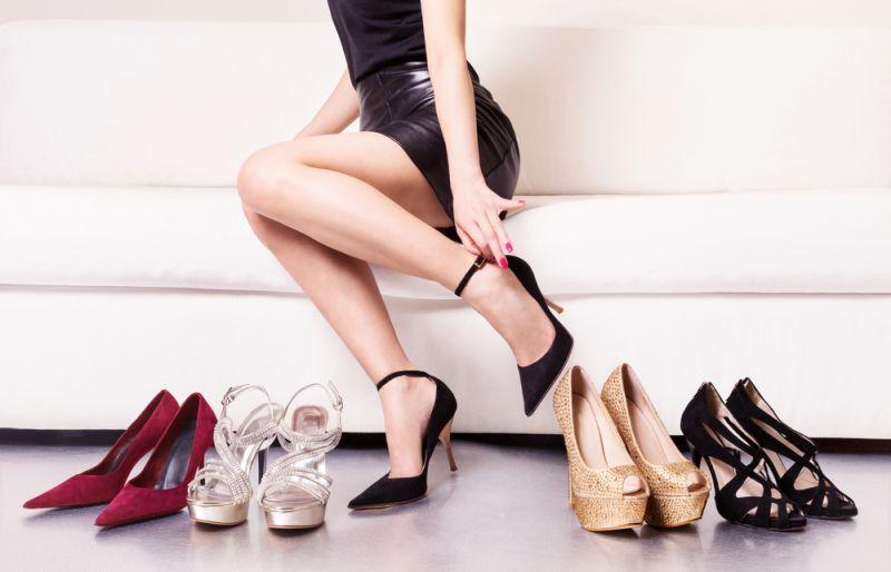 https: img-o.okeinfo.net content 2020 01 23 194 2157015 evolusi-sepatu-hak-tinggi-jadi-kesukaan-putri-diana-di-era-1990-an-kBZYjWOpXr.jpg