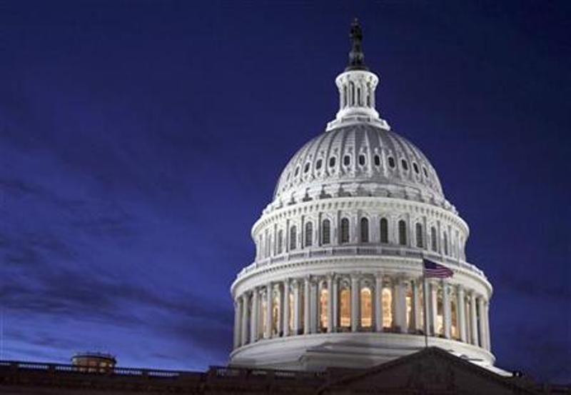 https: img-o.okeinfo.net content 2020 01 24 18 2157536 senator-as-terlihat-tidur-bermain-dan-makan-selama-persidangan-pemakzulan-trump-BomqXlfYA0.jpg