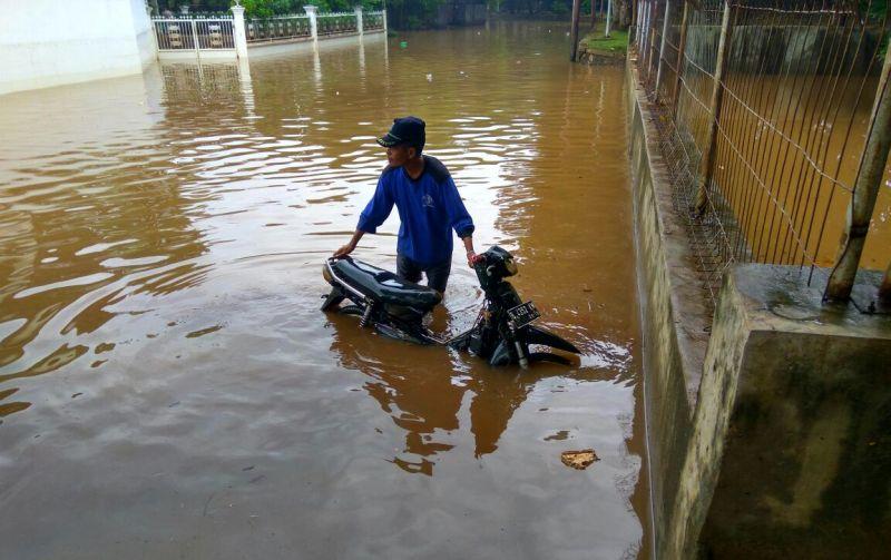 https: img-o.okeinfo.net content 2020 01 25 525 2158275 begini-kondisi-banjir-di-kabupaten-bandung-saat-ini-9EQQ7FxipC.jpg