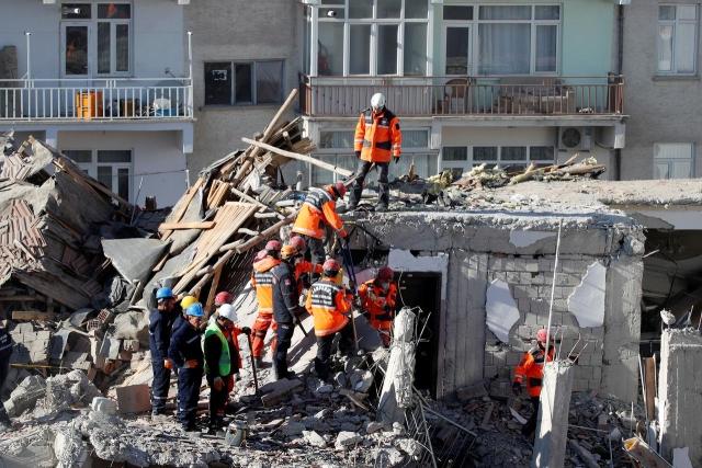 https: img-o.okeinfo.net content 2020 01 27 18 2158713 korban-tewas-gempa-turki-bertambah-menjadi-38-orang-e8fmKDxe2k.jpg
