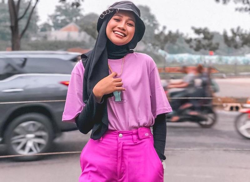 https: img-o.okeinfo.net content 2020 01 31 194 2161506 potret-4-gaya-hijab-ayuenstar-yang-swag-dan-chic-GSKyh83hyj.jpg