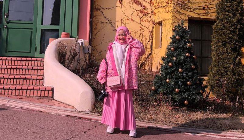 https: img-o.okeinfo.net content 2020 02 02 194 2161925 world-hijab-day-gaya-hijab-fatin-shidqia-tonjolkan-pipi-tembem-menggemaskan-uSNUu58ZDr.jpg