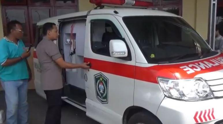https: img-o.okeinfo.net content 2020 02 02 519 2162210 ambulans-diduga-dipakai-edarkan-sabu-sopir-kabur-usai-tabrak-polisi-AfBjClpBCK.JPG