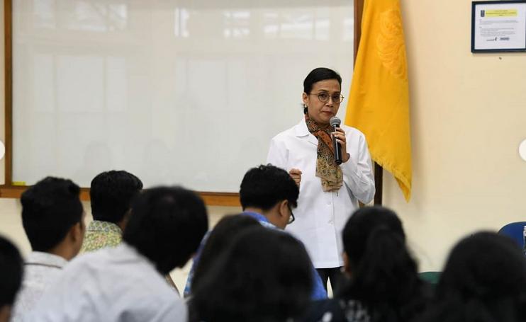 https: img-o.okeinfo.net content 2020 02 04 20 2163014 sri-mulyani-beri-kuliah-tamu-soal-apbn-di-fakultas-ekonomi-dan-bisnis-ui-bonuDa7WHY.png