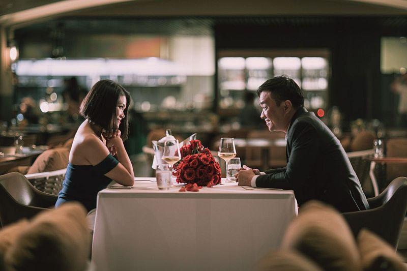 https: img-o.okeinfo.net content 2020 02 04 320 2163285 crazy-rich-asia-nyata-pasangan-ini-habiskan-rp27-miliar-untuk-kencan-romantis-st0ZsjwPth.jpg