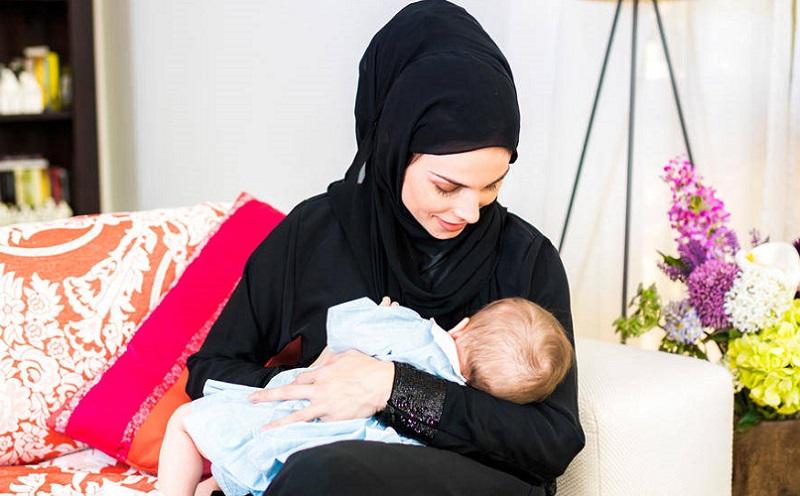 https: img-o.okeinfo.net content 2020 02 05 330 2163573 bagaimana-hukum-menyusui-bayi-di-tempat-umum-n8HQuMTbjy.jpg