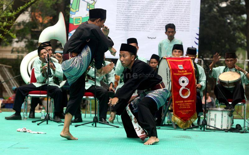 https: img-o.okeinfo.net content 2020 02 05 337 2163570 mengenal-tradisi-bela-diri-tradisional-indonesia-ada-yang-sudah-mendunia-cnRdb4vGpA.jpg