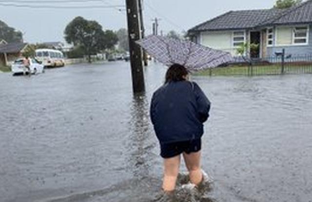 https: img-o.okeinfo.net content 2020 02 07 18 2164854 banjir-rendam-sydney-australia-warga-kantor-saya-seperti-pulau-JHA4ZJooum.jpg