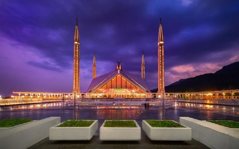 https: img-o.okeinfo.net content 2020 02 07 615 2164797 indahnya-masjid-faisal-yang-arsitekturnya-terinspirasi-dari-tenda-badui-BvuYO6cDz7.jpg