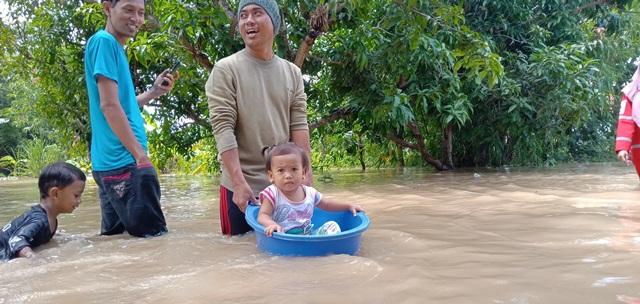 https: img-o.okeinfo.net content 2020 02 08 525 2165430 wilayah-cirebon-masih-terendam-banjir-1-meter-xbHKPNuh0Y.jpg