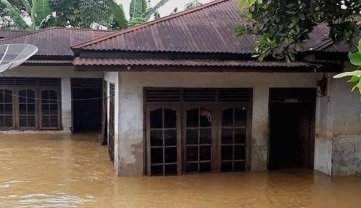 https: img-o.okeinfo.net content 2020 02 09 608 2165622 2-desa-di-mandailing-natal-dilanda-banjir-warga-terpaksa-mengungsi-TRRjFPdyL4.JPG