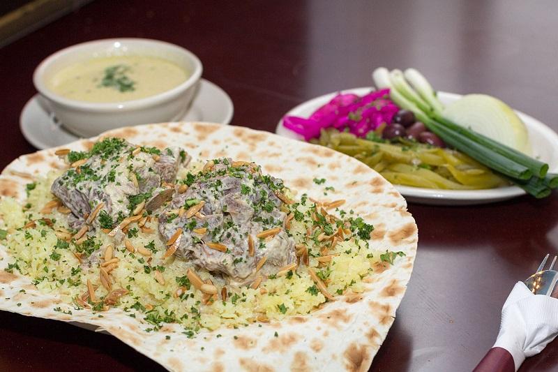 https: img-o.okeinfo.net content 2020 02 09 615 2165619 4-masakan-khas-yordania-pemanja-lidah-yang-wajib-dicicipi-pencinta-kuliner-halal-dmhavL16nI.jpg