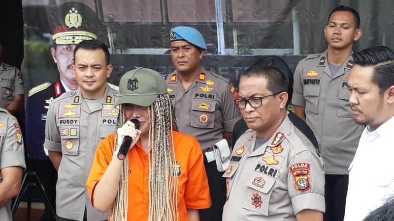 https: img-o.okeinfo.net content 2020 02 13 338 2168026 lucinta-luna-saya-ayluna-putri-minta-maaf-ke-masyarakat-indonesia-rwZEjxD5uF.jpg