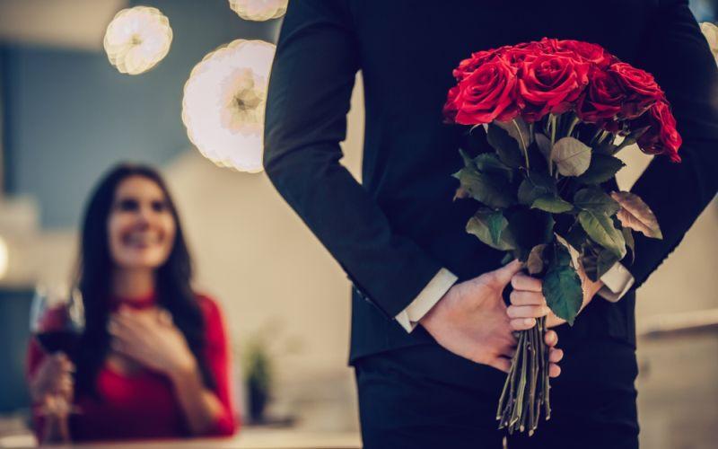 https: img-o.okeinfo.net content 2020 02 14 196 2168369 referensi-ucapan-hari-valentine-untuk-keluarga-tercinta-raFB2AFQoq.jpg