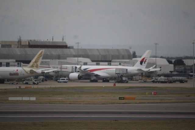 https: img-o.okeinfo.net content 2020 02 15 18 2168993 virus-korona-8-pesawat-dikarantina-di-bandara-london-inggris-5JD6LDdCS9.jpg