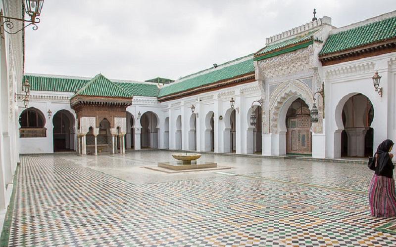 https: img-o.okeinfo.net content 2020 02 15 614 2168889 mengenal-pendiri-universitas-tertua-dunia-seorang-janda-muslim-visioner-fatima-al-fihri-7A8tW2SnCo.jpg