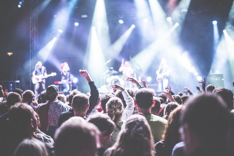 https: img-o.okeinfo.net content 2020 02 17 205 2169574 tips-nyaman-menonton-konser-musik-6mJGZOGdAs.jpg