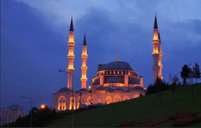 https: img-o.okeinfo.net content 2020 02 21 615 2172316 4-masjid-megah-di-turki-nomor-2-warisan-unesco-jor0wSEId9.jpg