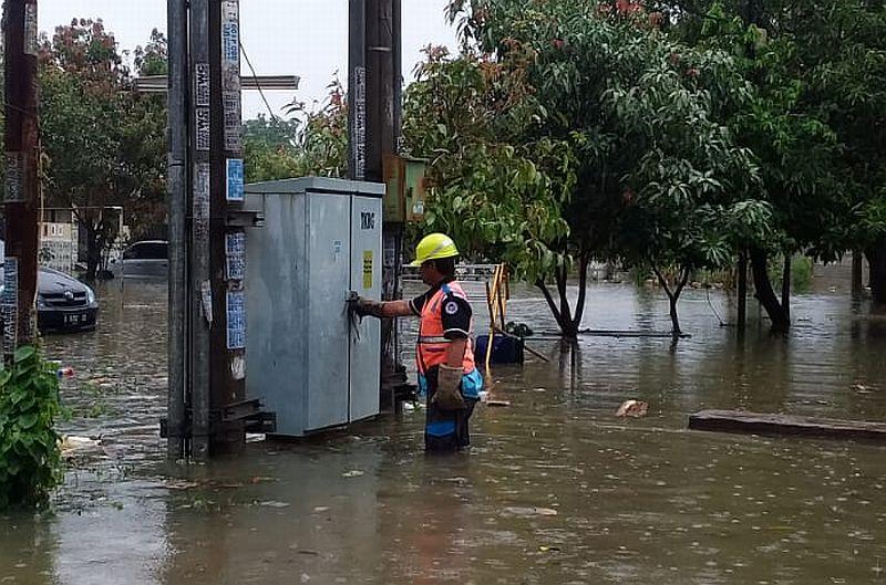 https: img-o.okeinfo.net content 2020 02 23 320 2172946 banjir-jakarta-pln-masih-padamkan-75-gardu-listrik-OQwlGdM2LK.jpg