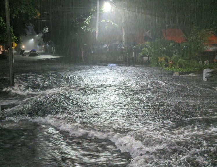 https: img-o.okeinfo.net content 2020 02 23 338 2172716 diguyur-hujan-deras-semalaman-sejumlah-wilayah-jakarta-banjir-yBdhL0qRZC.jpg