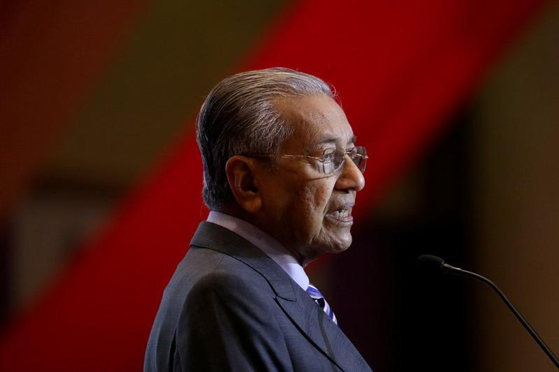 https: img-o.okeinfo.net content 2020 02 25 18 2173733 baru-mengundurkan-diri-mahathir-mohamad-kembali-dilantik-sebagai-pm-interim-malaysia-OMCOH84FJt.jpg