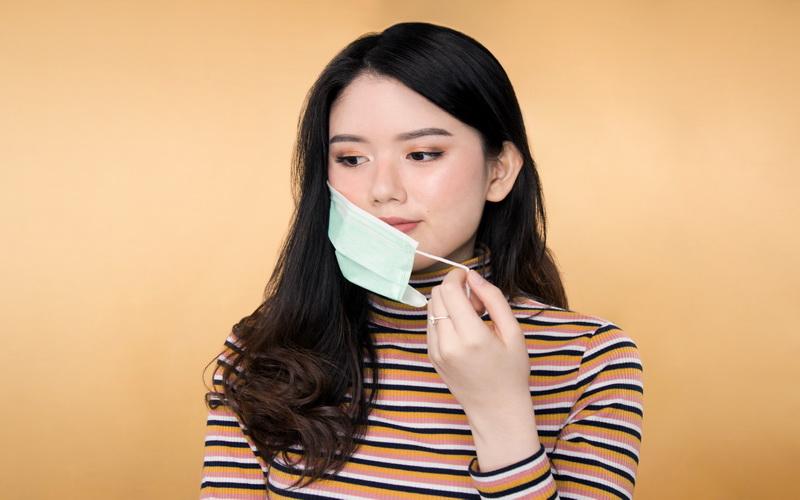 https: img-o.okeinfo.net content 2020 02 25 611 2173771 9-tips-makeup-anti-luntur-saat-pakai-masker-kesehatan-ci3yAo5vFV.jpg