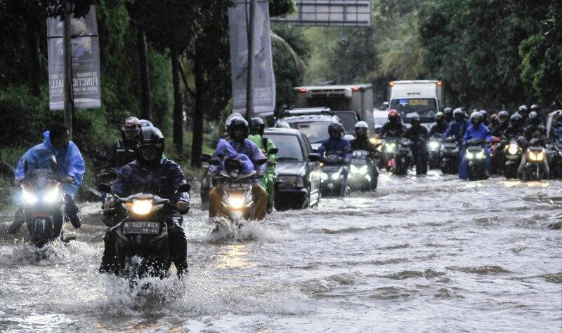https: img-o.okeinfo.net content 2020 02 27 338 2175165 pembangunan-drainase-jadi-kata-kunci-penanggulangan-banjir-eF5Zz0UiLi.jpg