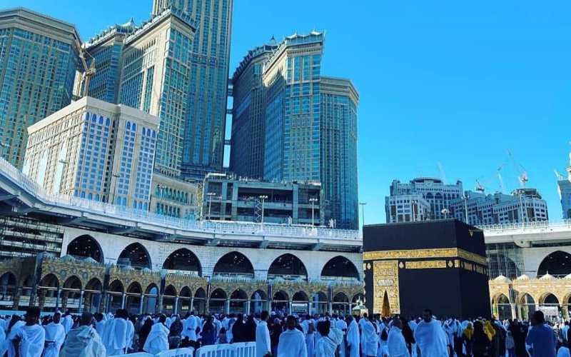 https: img-o.okeinfo.net content 2020 02 27 614 2175143 curhat-travel-agent-saat-arab-saudi-tutup-pintu-umrah-karena-covid-19-HdVoEu6R18.jpg