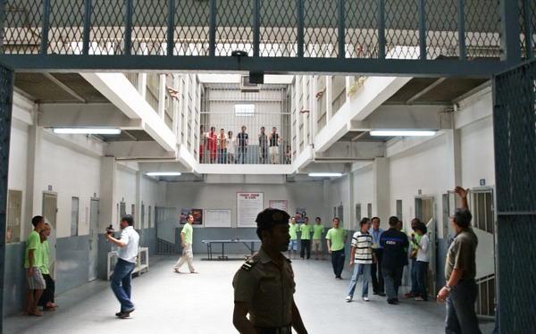 https: img-o.okeinfo.net content 2020 02 28 525 2175530 polisi-memburu-tahanan-wanita-di-bandung-yang-kabur-jelang-sidang-BskGITepwB.jpg