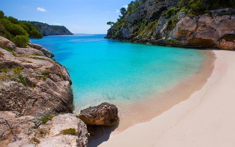 https: img-o.okeinfo.net content 2020 03 04 406 2178298 liburan-ke-pantai-enggak-cuma-hilangkan-stres-loh-Bm6mE0NgYZ.jpg
