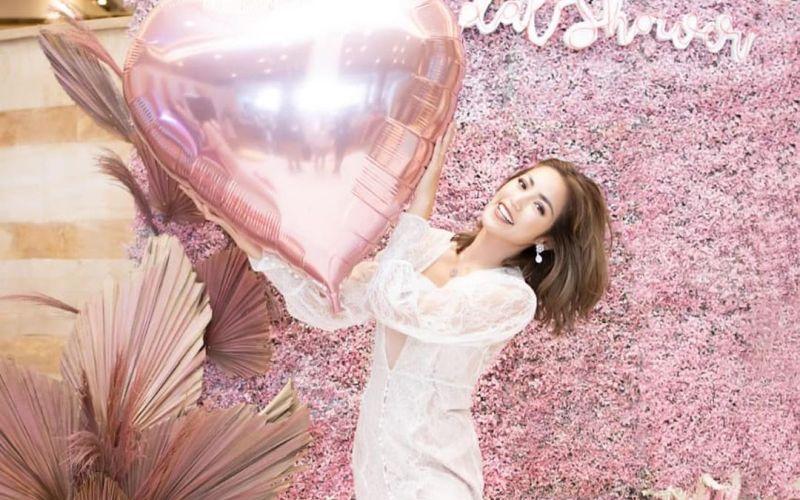 https: img-o.okeinfo.net content 2020 03 15 194 2183709 bridal-shower-mewah-cantiknya-si-calon-pengantin-jessica-iskandar-88KIrEWi8A.jpg