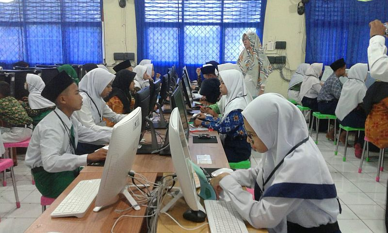 https: img-o.okeinfo.net content 2020 03 25 65 2188668 un-dan-uambn-madrasah-ditiadakan-kemenag-imbau-siswa-fokus-belajar-di-rumah-Tw4tmxdu5b.jpg