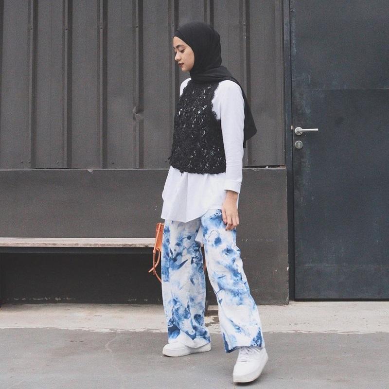 https: img-o.okeinfo.net content 2020 03 26 617 2189203 ingin-tampil-kece-sontek-gaya-hijab-kekinian-berikut-ini-yuk-4YzTPEKb3Y.jpg
