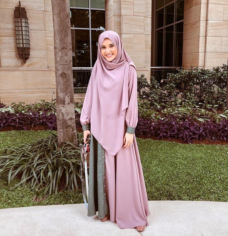 https: img-o.okeinfo.net content 2020 04 03 617 2193505 terlihat-anggun-ini-rekomendasi-gaya-hijab-ungu-ala-selebgram-XSJ4G7uZLg.jpg