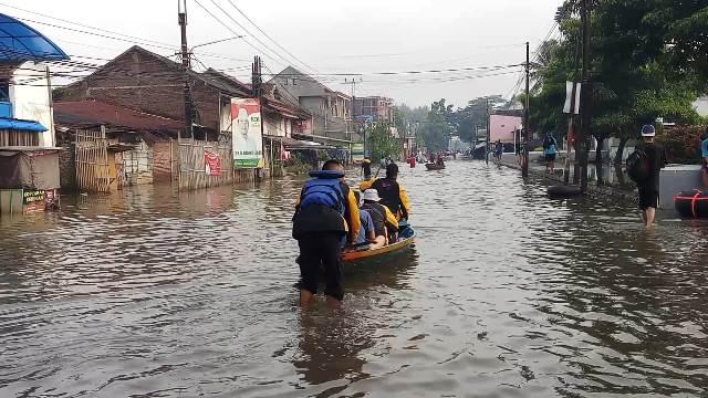 https: img-o.okeinfo.net content 2020 04 06 525 2194713 puluhan-jiwa-terdampak-banjir-di-kabupaten-bandung-5QjCoelJF6.jpg