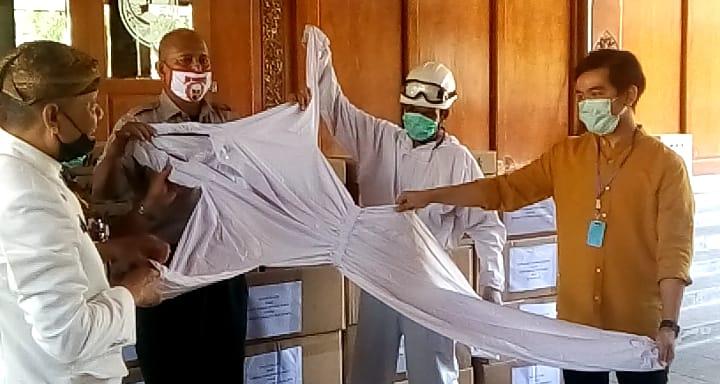 https: img-o.okeinfo.net content 2020 04 09 512 2196808 pandemi-corona-gibran-sumbangkan-1-200-apd-untuk-tim-medis-LqGJw9ffNK.jpg