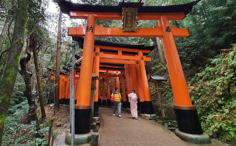 https: img-o.okeinfo.net content 2020 05 08 406 2210848 ini-tips-selfie-tanpa-gangguan-traveler-lain-di-kuil-fushimi-inari-kyoto-ljrxblZDlu.jpg