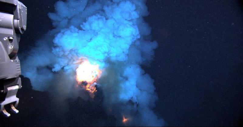 https: img-o.okeinfo.net content 2020 05 12 56 2212610 fenomena-api-yang-muncul-dari-dasar-laut-wJnnAi8RTP.jpg