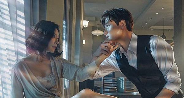 https: img-o.okeinfo.net content 2020 05 12 598 2212727 sinopsis-the-world-of-the-married-episode-2-perselingkuhan-tae-oh-terbongkar-c8iRCOpGkH.jpg
