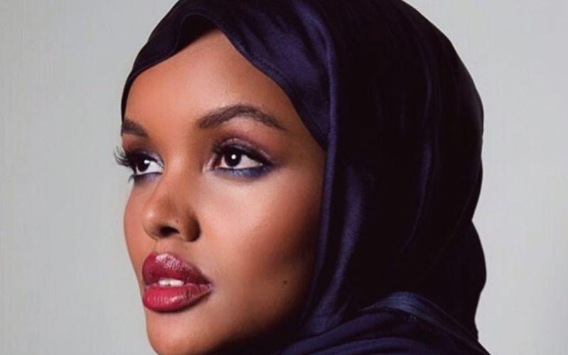 https: img-o.okeinfo.net content 2020 05 16 617 2215224 dukung-tenaga-medis-corona-model-ini-ikut-jualan-masker-dan-hijab-90C26sEXwG.jpg