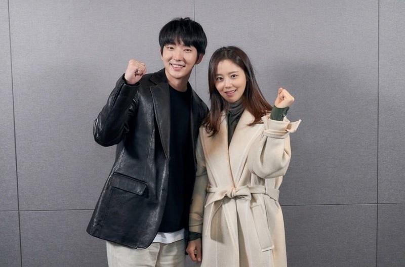 https: img-o.okeinfo.net content 2020 05 18 598 2215796 lee-joon-gi-dan-moon-chae-won-jadi-suami-istri-dalam-flower-of-evil-dwMPOW6ho0.jpg
