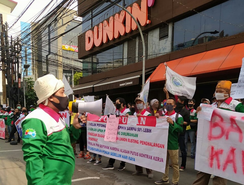 https: img-o.okeinfo.net content 2020 05 22 320 2218222 thr-tak-dibayar-pekerja-dunkin-donuts-demo-XhObAtw8xq.jpg