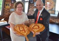 Menikah di Restoran Pizza, Selama 40 Tahun Pasangan Ini Selalu Rayakan Hari Pernikahan dengan Pizza