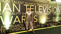 ITA 2017: Tampilan Unik Irfan Hakim, Kenakan Setelan Jas Gold, Sepatu Boot Hijau hingga Kalung Kerang Laut